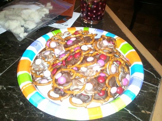 Yummy pretzel M&M Hugs